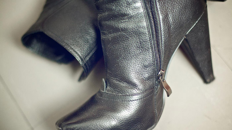 How to Shrink Leather Boots black