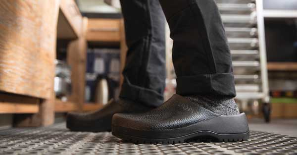 Are Slip Resistant Shoes Good On Wet Floors